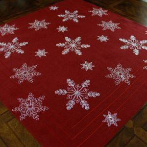 NEW Tablecloth RED FROSTED SNOWFLAKE